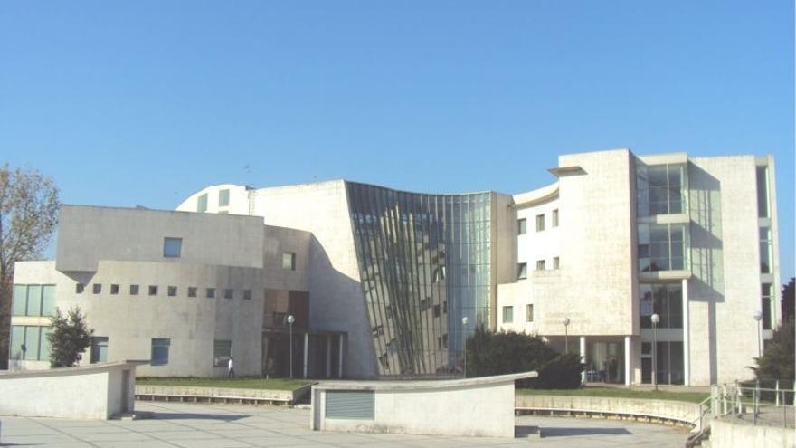 Uno de los dos conservatorios de Santander lleva el nombre de Jesús de Monasterio. El conservatorio, fundado en 1929, dispone de una orquesta sinfónica, una banda de música y una orquesta de cuerda.