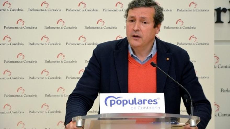 El portavoz del PP en el Parlamento de Cantabria, Iñigo Fernández