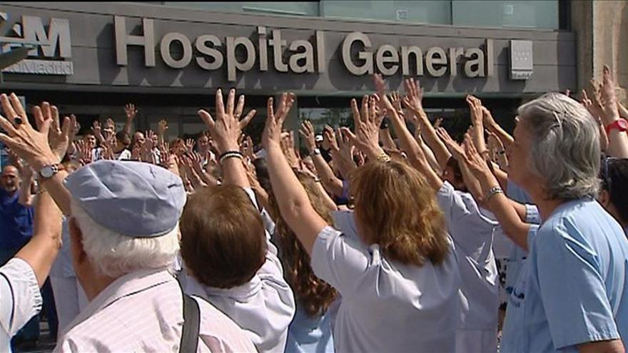 Los médicos de Madrid, unidos contra la externalización al año de su anuncio