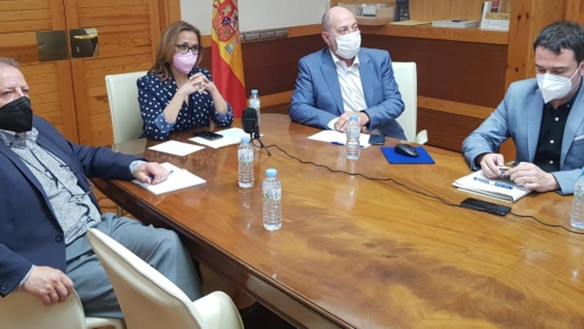 Las consejeras Mayte Pérez y Sira Repollés se reúnen con la FAMCP, las diputaciones y los ayuntamientos de las tres capitales en el seno del Consejo Local ampliado