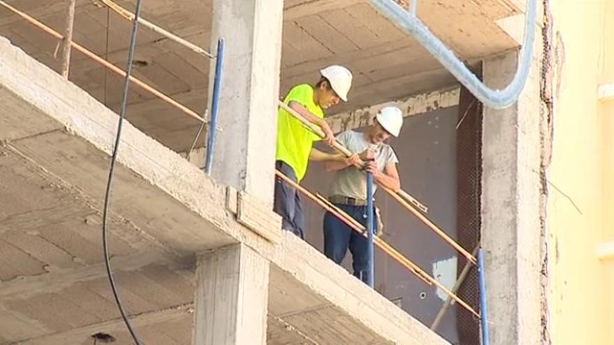 La economía canaria cae el 36,2% el segundo trimestre por la parálisis de los servicios y la construcción