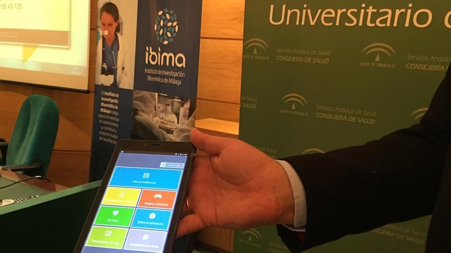 Más de 300 malagueños con demencia leve y sus cuidadores participarán en un ensayo para validar una aplicación