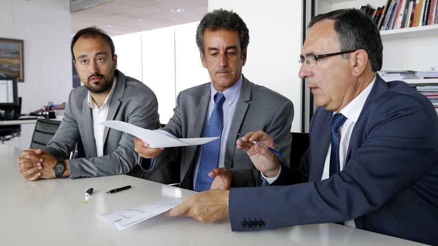Gobierno y Ayuntamiento firman el convenio para el desarrollo del parque empresarial de Las Excavadas