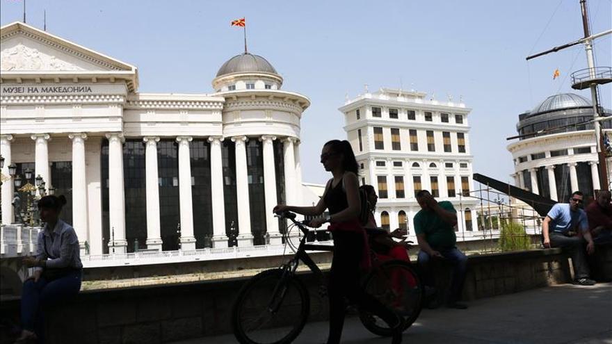 El primer ministro macedonio dice que no dimitirá por el escándalo de las escuchas