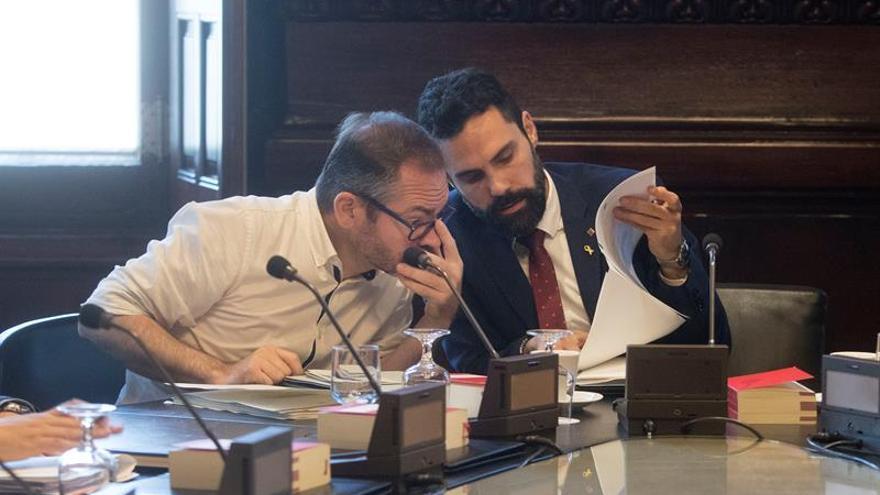Costa y Torrent en una reunión de la Mesa