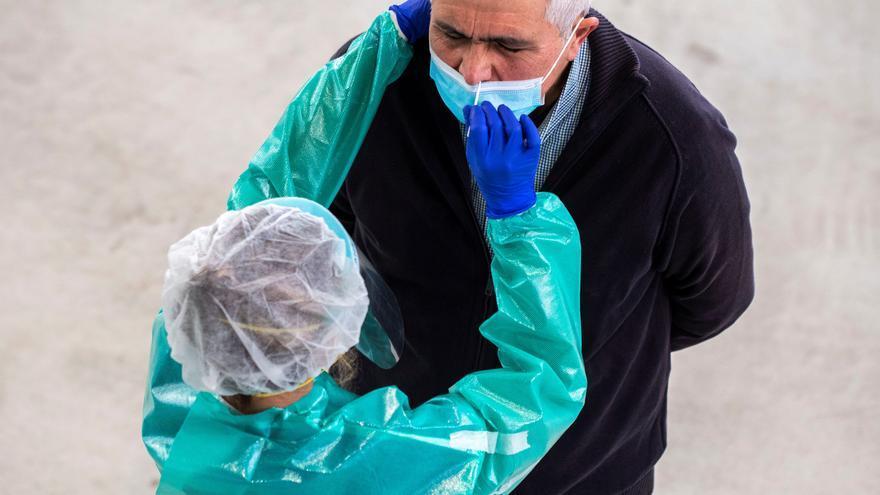 Tenerife sigue a la baja con 76 casos nuevos de COVID-19 y lamenta dos muertes este viernes