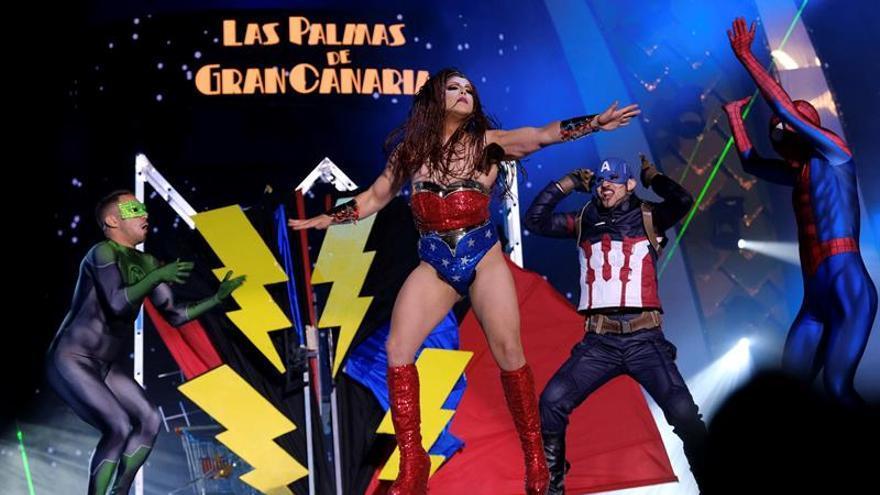 Drag Grimassira Maeva, con su fantasía 'Amanecer en las casas baratas'. (EFE/Angel Medina G).