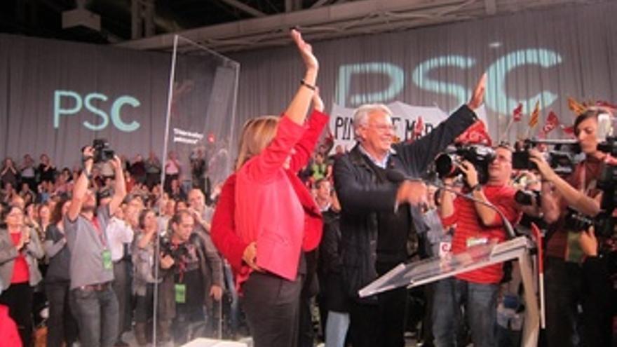 La Candidata Del PSC Carme Chacón Y El Ex Presidente Felipe González