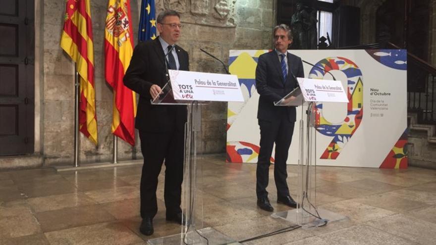 El presidente de la Generalitat, Ximo Puig, comparece junto al ministro de Fomento, Íñigo de la Serna