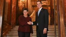 La ministra de Exteriores, Arancha González Laya, en su recibimiento a Juan Guaidó.
