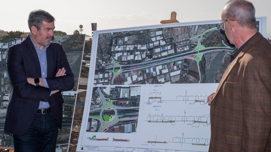 El presidente de Canarias, Fernando Clavijo, durante su visita las obras del tramo Las Chafiras-Oroteonda.