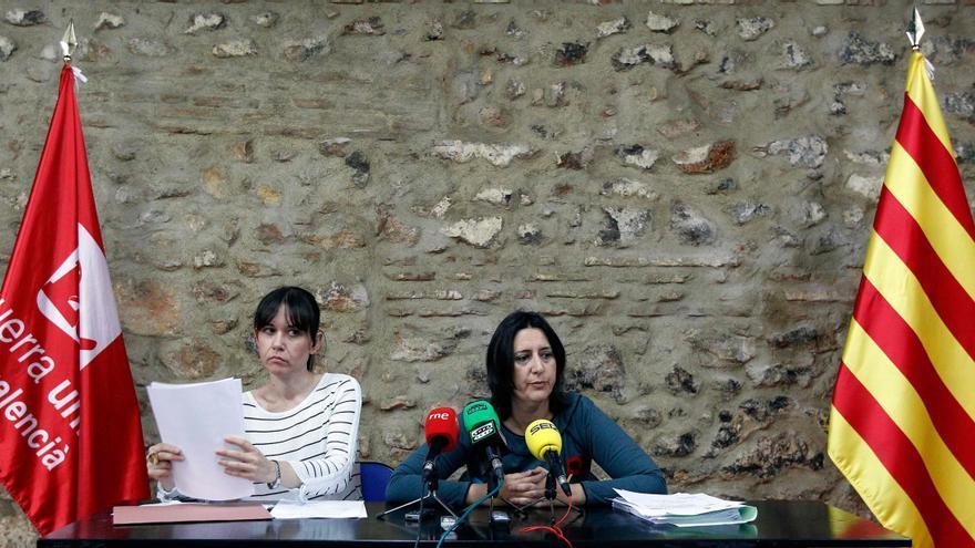 Rosa Albert y Rosa Pérez Garijo en una rueda de prensa de Esquerra Unida