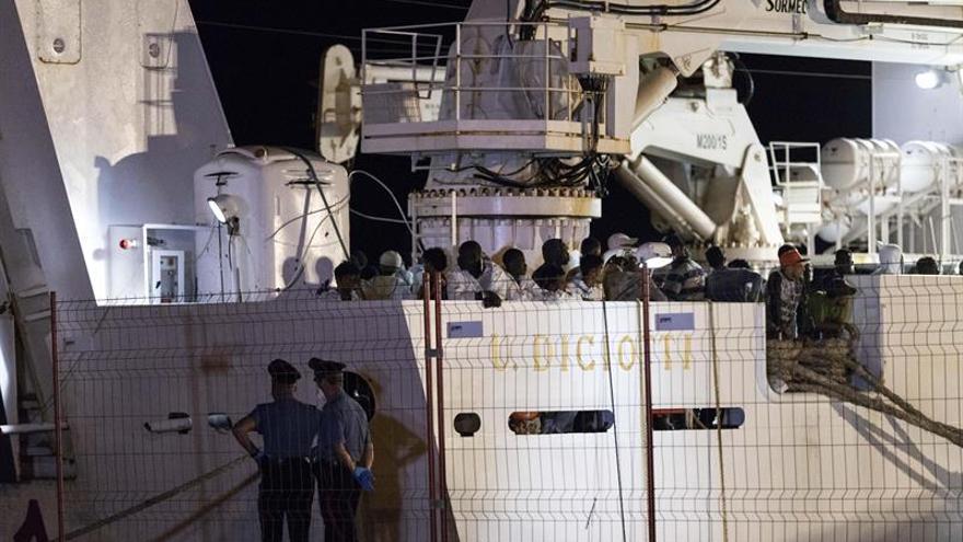 Alemania acogerá a 50 de los migrantes que esperan frente a las costas de Sicilia
