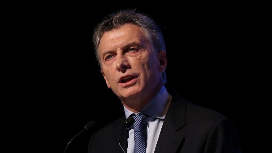 El 43 % de los argentinos desaprueba la gestión de Macri, según una consulta