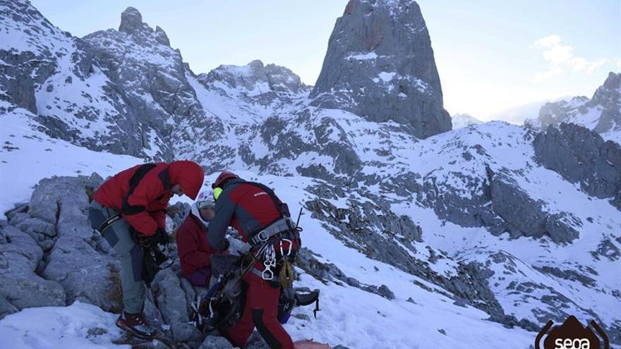 Rescatada una montañera con un tobillo lesionado en Cabrales