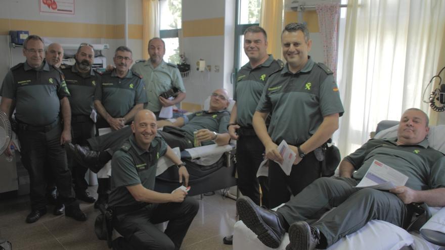 Agentes de la Guardia Civil que, este viernes,  han donado sangre en las instalaciones del Hospital General de La Palma.