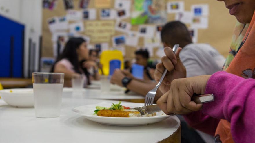 Los alumnos pobres con beca comedor en Catalunya quedan en manos de ...