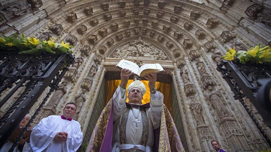 Apertura de Puerta Santa de catedral marca inicio Año Misericordia en Sevilla