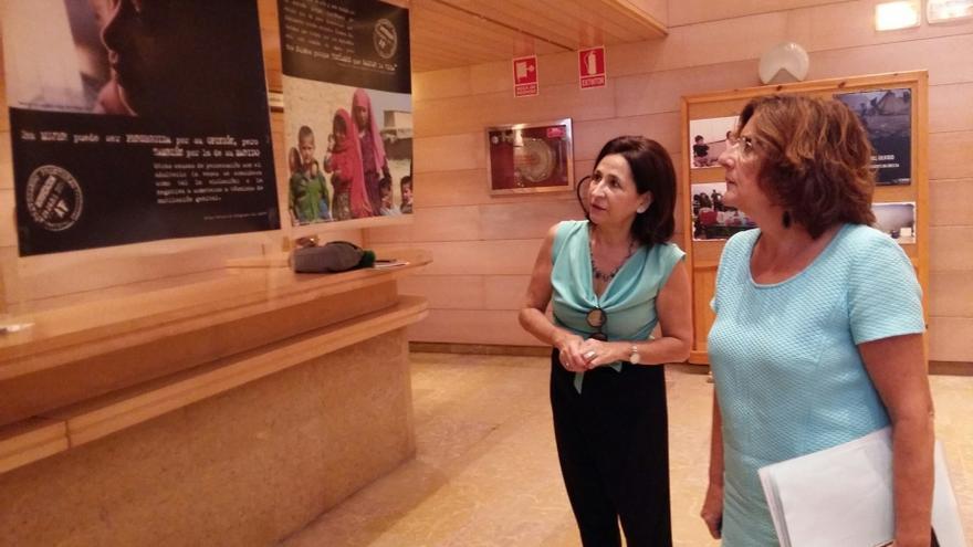 La directora general de Igualdad, Teresa Sevillano (izqda) y la consejera de Ciudadanía, María Victoria Broto.