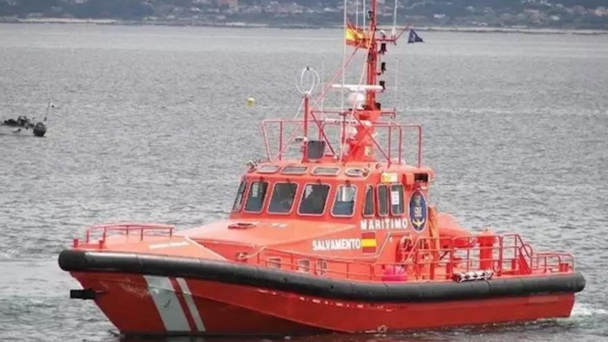 Salvamento traslada a Gran Canaria a dos personas que iban a bordo de una patera