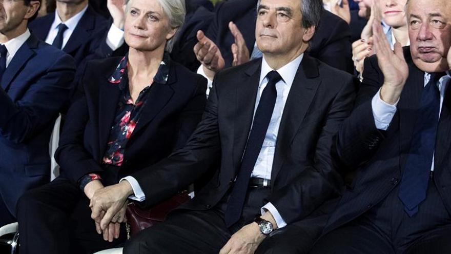 Las nuevas revelaciones del caso Fillon corrigen la versión del candidato