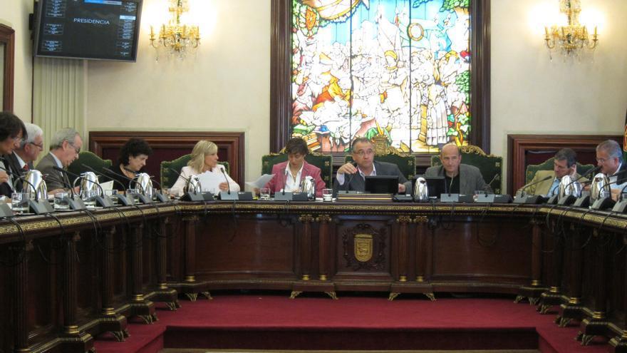 El pleno del Ayuntamiento de Pamplona condena el boicot al Riau-riau