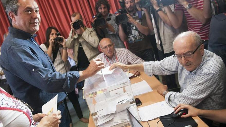 El PSOE obtiene 13 ediles en Sevilla y el PP 10 con el 60 % escrutado
