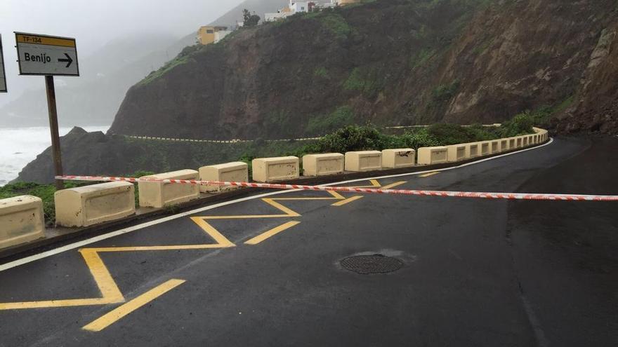 Carretera de Anaga cerrada mientras se retiraban las piedras de un desprendimiento / Foto de Cecopal