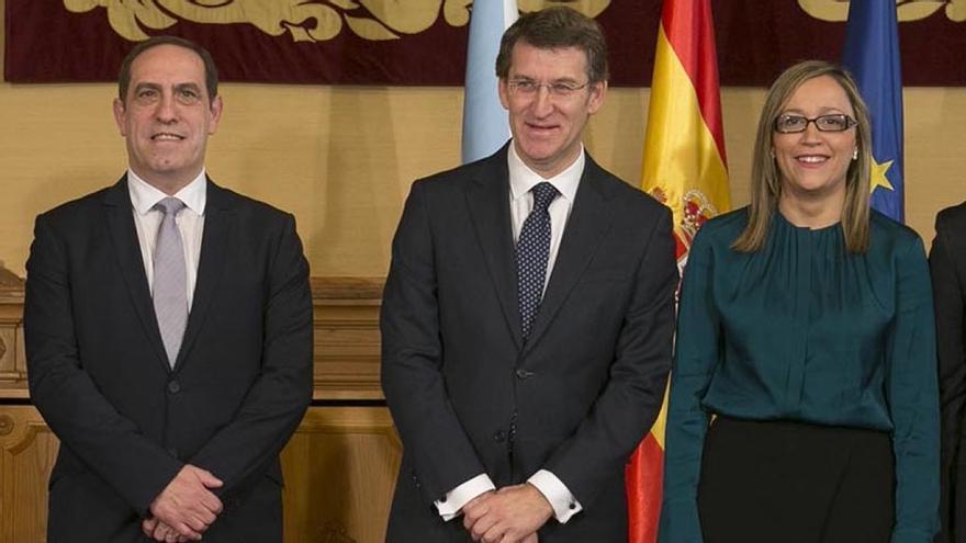 Feijóo con sus dos últimos conselleiros de Hacienda, Valeriano Martínez y Elena Muñoz, responsables de la ley que limita las jefaturas de libre designación