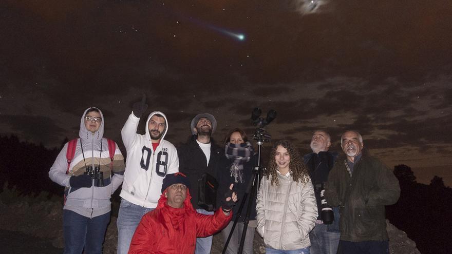 Amigos de la Astronomía de La Palma, colectivo heredero de la Asociación Astronómica Palmera, en una observación año 2017. Foto. JOSÉ F. AROZENA.
