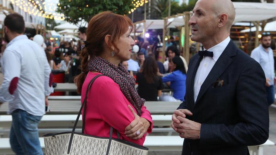 Modesto Lomba habla con Inés Jimenez. (ALEJANDRO RAMOS)