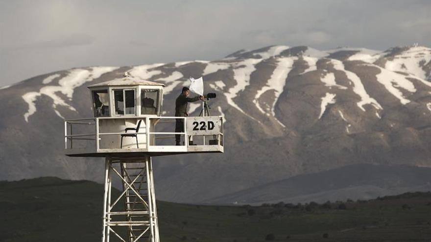 Israel entrega ayuda a los desplazados en el sur de Siria, pero no permite que pasen