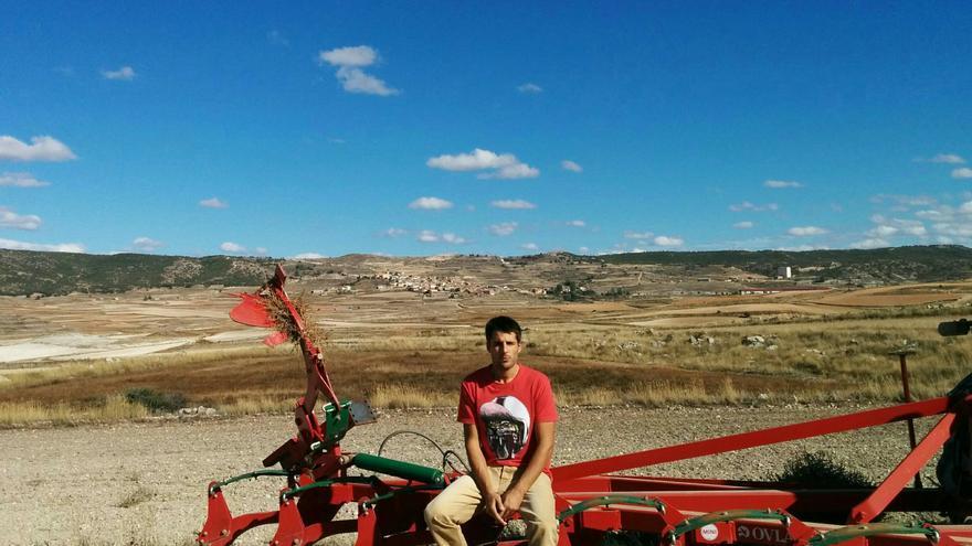 Marcos Garcés es agricultor en Bañón (Teruel).