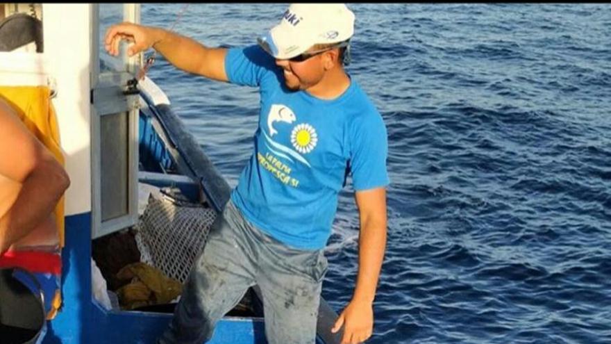 En la imagen, un pescador con varios ejemplares de patudos.