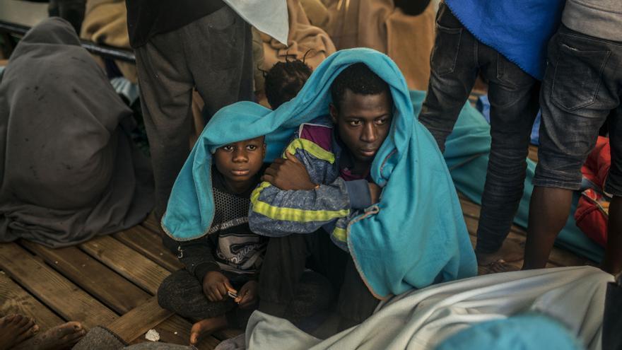 Dos de los migrantes rescatados por el Open Arms.