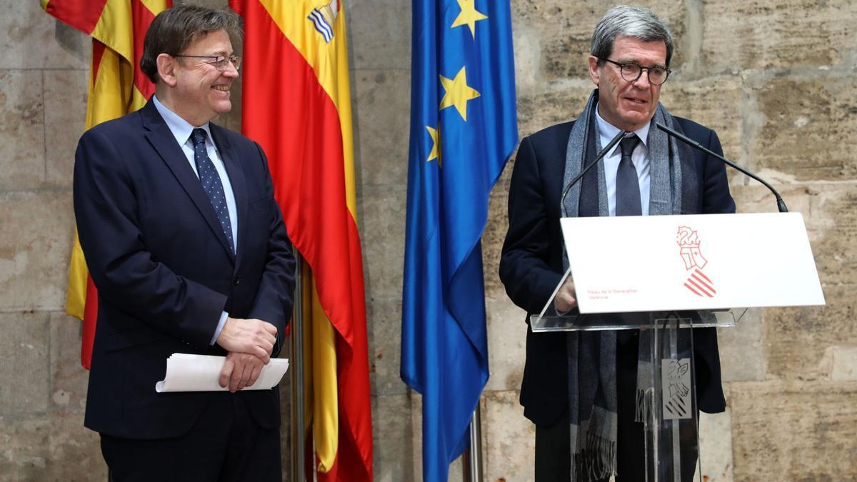 El president del Consell, Ximo Puig, amb el de l'APV, Aurelio Martínez