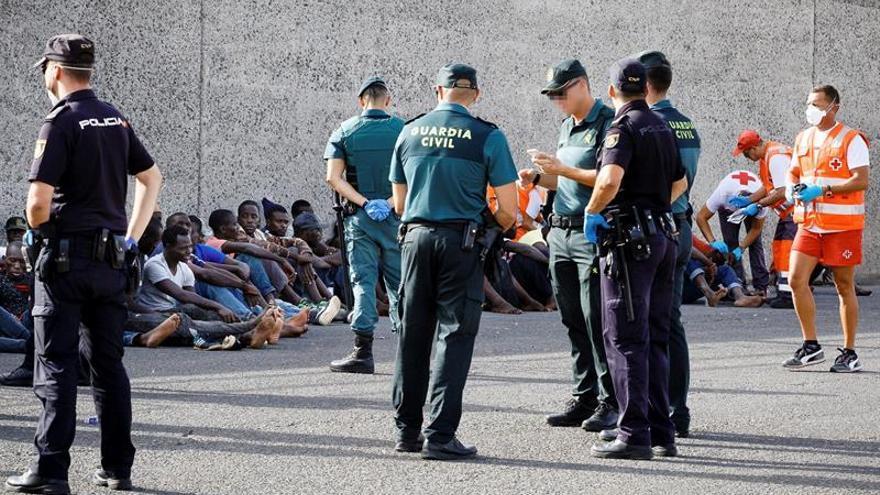 Personas rescatadas en el cayuco con 95 tripulantes localizado en las cercanías de Gran Canaria