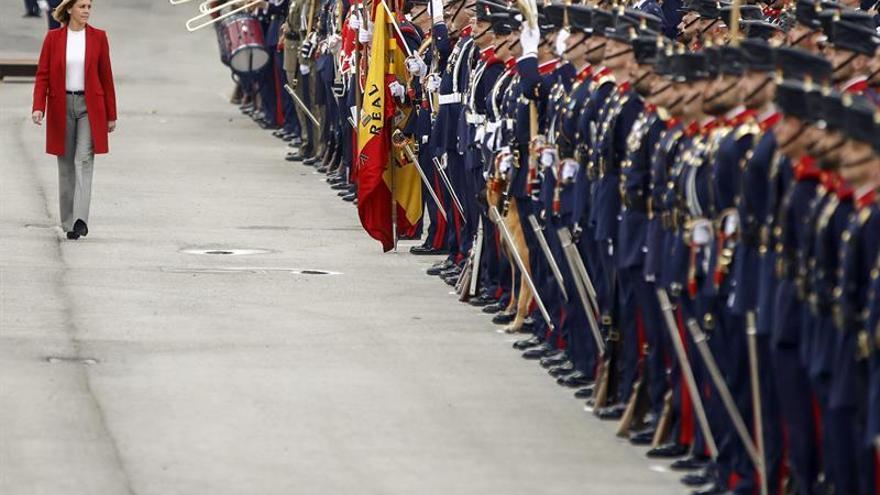 Cospedal preside la jura de bandera de 375 civiles en el Cuartel de la Guardia Real
