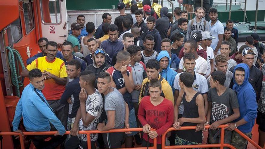 Rescatada en Barbate una patera con 60 inmigrantes, entre ellos 28 menores