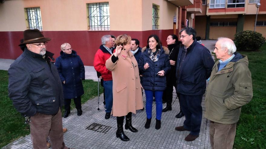 Vecinos de La Albericia plantean a Igual sus propuestas de posibles actuaciones para 'Se Avecina'