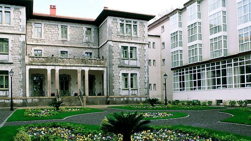 Imagen exterior del Parador Nacional de Limpias.