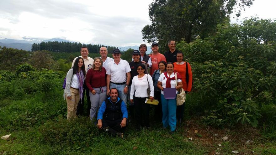 Foto de familia con agricultores, cooperativa, exportadores y baristas.