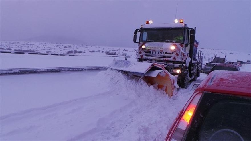 Preparadas 43 quitanieves y 16.000 toneladas de fundentes para afrontar las nevadas en Cantabria