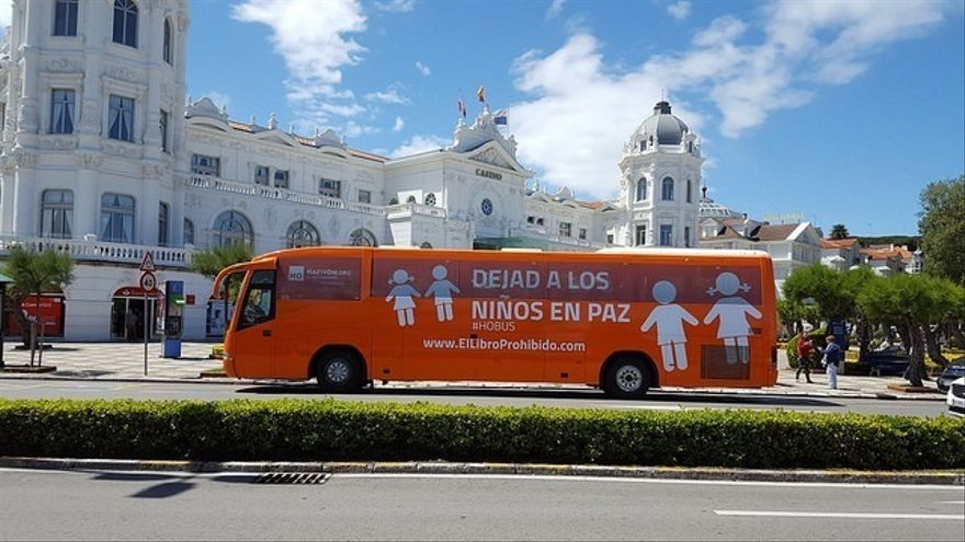 El autobús de HazteOir llega a Cantabria para rechazar su Ley de Identidad de Género
