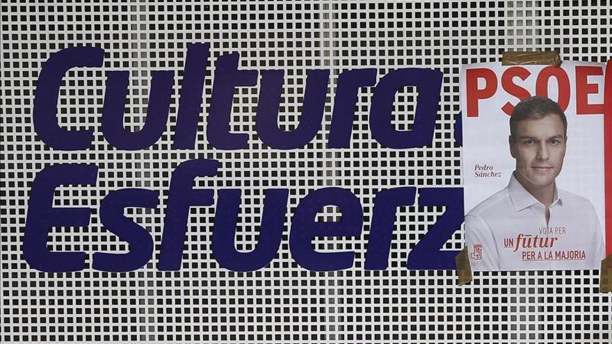 El PSOE se encomienda a la foto de Sánchez en sus carteles