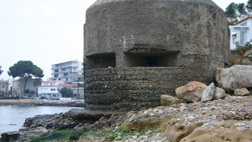 Imagen de un bunker en la costa de Altea