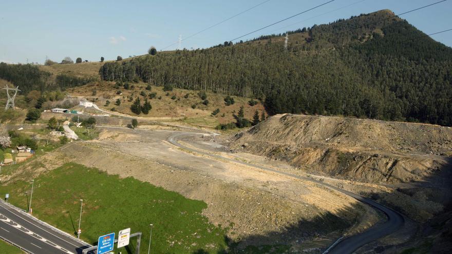 Imagen de 2009 del gigantesco vertedero en Alonsotegi./eldiarionorte.es