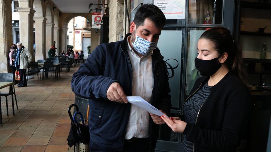 El alcalde de Riudoms (Tarragona) y un concejal de Junts reciben la vacuna en una residencia para