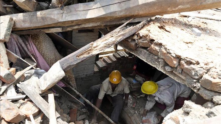 Los muertos por el terremoto de Nepal superan los 8.000