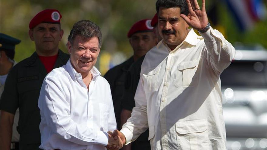"""Los presidentes del """"gobierno colombiano"""" y del """"régimen venezolano"""", Santos y Maduro. Foto: EFE"""